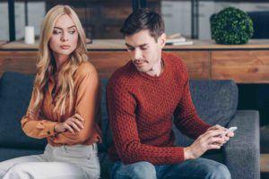 Ehepaar rechnet sich den Unterhalt aus