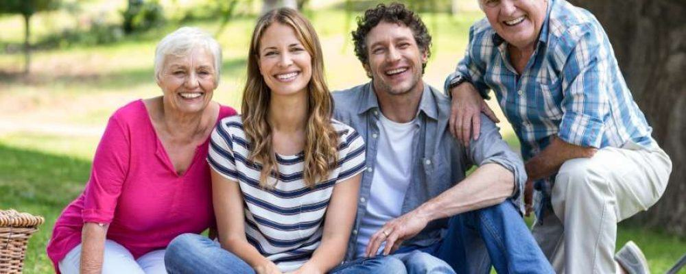 Eltern mit Tochter und Ehemann