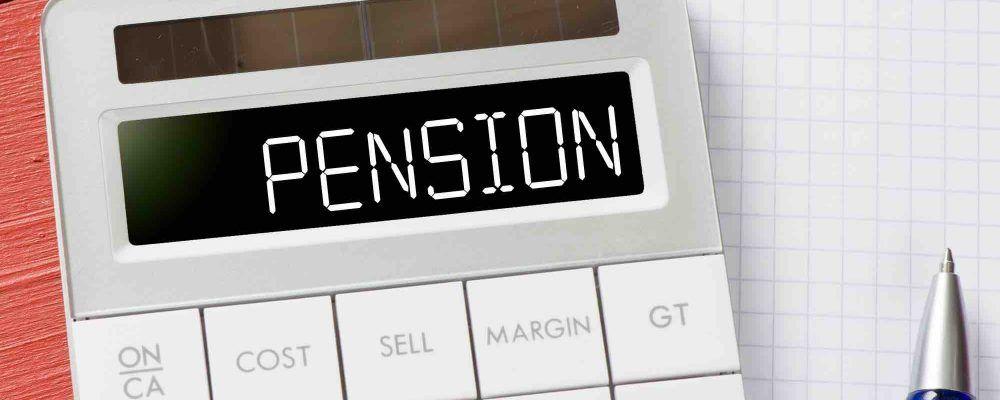 Taschenrechner der Pension auf Display anzeigt als Symbol für den Versorgungsausgleich